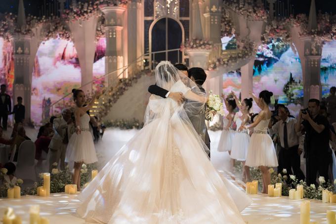 Uyên ương dựng lâu đài cho đám cưới khủng - 7