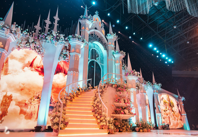 Uyên ương dựng lâu đài cho đám cưới khủng - 4