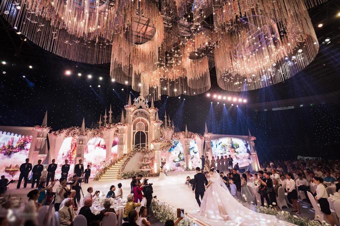 Uyên ương dựng lâu đài cho đám cưới khủng - 8