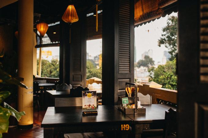 Thông tin Đã trót yêu mùa thu Hà Nội và món nem tai trộn thính thì ngại gì mà không ghé nhà hàng Đậu Homemade. Bạn sẽ được thưởng thức ẩm thực chuẩn vị Hà Thành, trong một không gian cổ kính của tường vàng, gạch đỏ, đèn lồng xưa...