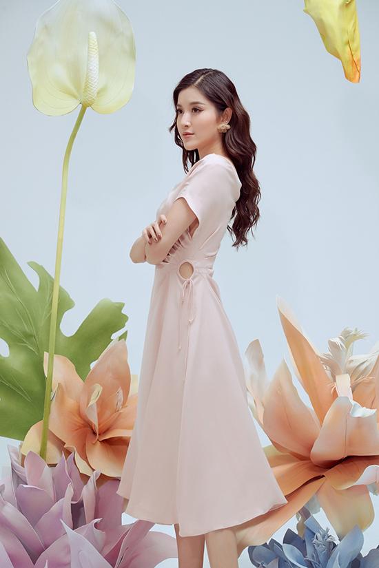Để trang phục đi làm và đi tiệc nhẹ của phái đẹp văn phòng không còn nhàm chán, thương hiệu Việt mạnh dạn thể hiện sự biến tấu trên váy đơn sắc.