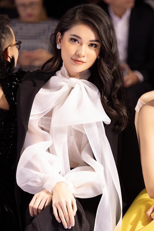 Á hậu Thùy Dung làm mới hình ảnh với phong cách menswear.