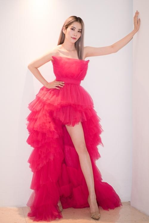 Hoa khôi Nam Em diện váy của nhà thiết kế Lê Ngọc Lâm dự sự kiện chiều 16/10.