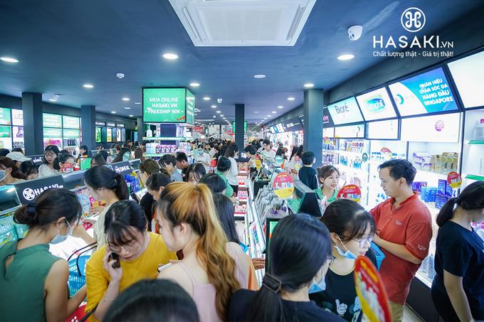 Chi nhánh thứ 6 của Hasaki đón hơn 2.500 khách hàng tới tham quan, mua sắm.