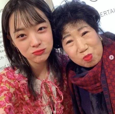 Diễn viên gạo cội Park Mak Rye chia sẻ ảnh cùng Sulli, mong cô an nghỉ nơi thiên đường.