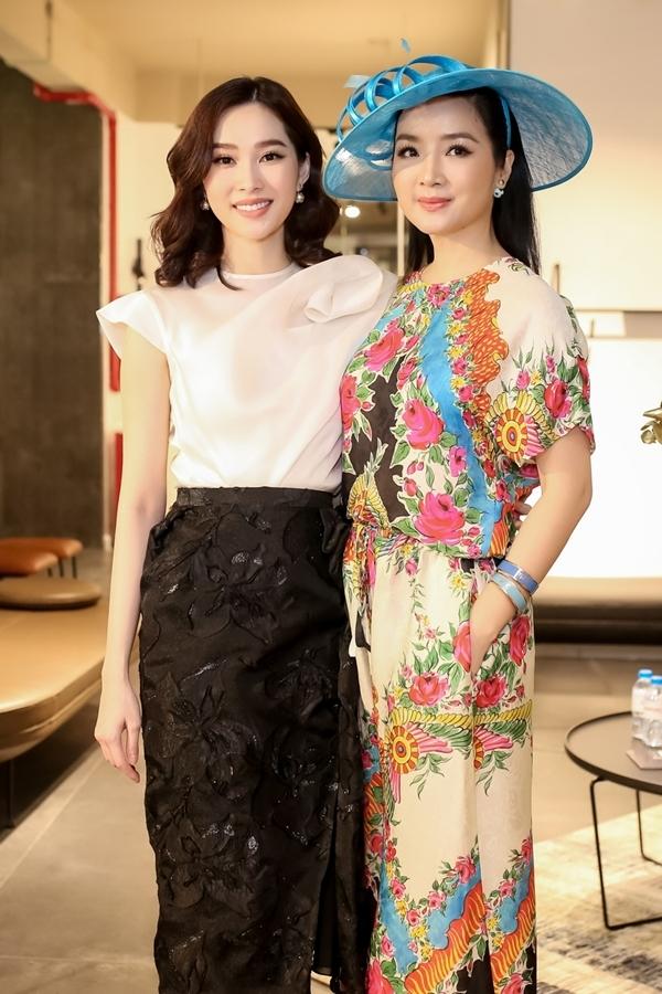 Hoa hậu Đặng Thu Thảo diện trang phục trắng đen