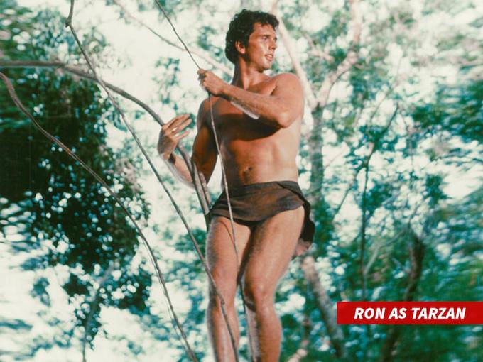 Ron Ely trong phim Tarzan năm 1966.