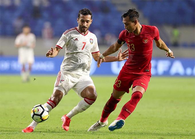 Ali Mabkhout (trái) lập hattrick trong chiến thắng 5-0 của tuyển UAE trước Indonesia ở lượt trận thứ hai. Ảnh: The National.