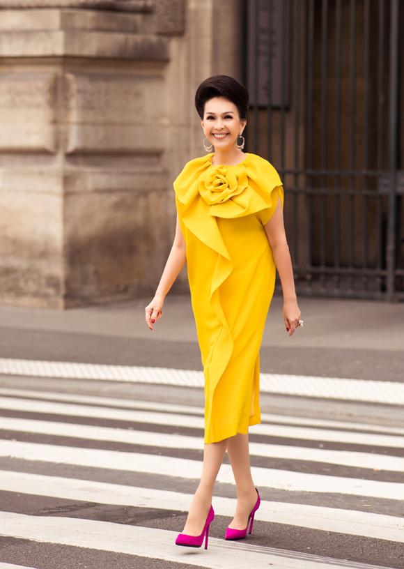Diễm My diện đồ sắc màu trên đường phố Paris - 6