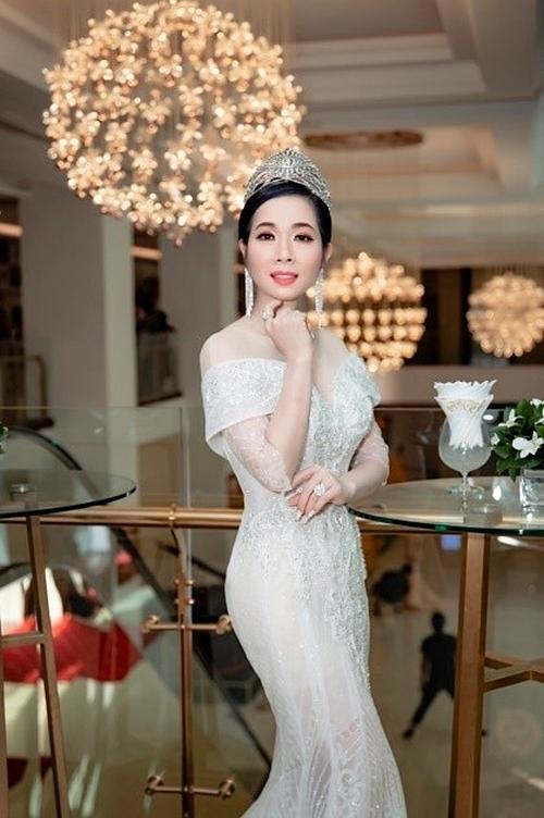 Hoa hậu Doanh nhân quốc tế 2019 Vivian Trần hiện là Chủ tịch hội đồng quản trị Công ty Mỹ phẩm Vivian Cosmetics và Giám đốc thương hiệu Diamond Spa & Nail. Người đẹp luôn được bạn bè, đồng nghiệp và đối tác yêu mến bởi không chỉ đẹp mà còn có tấm lòng nhân ái.