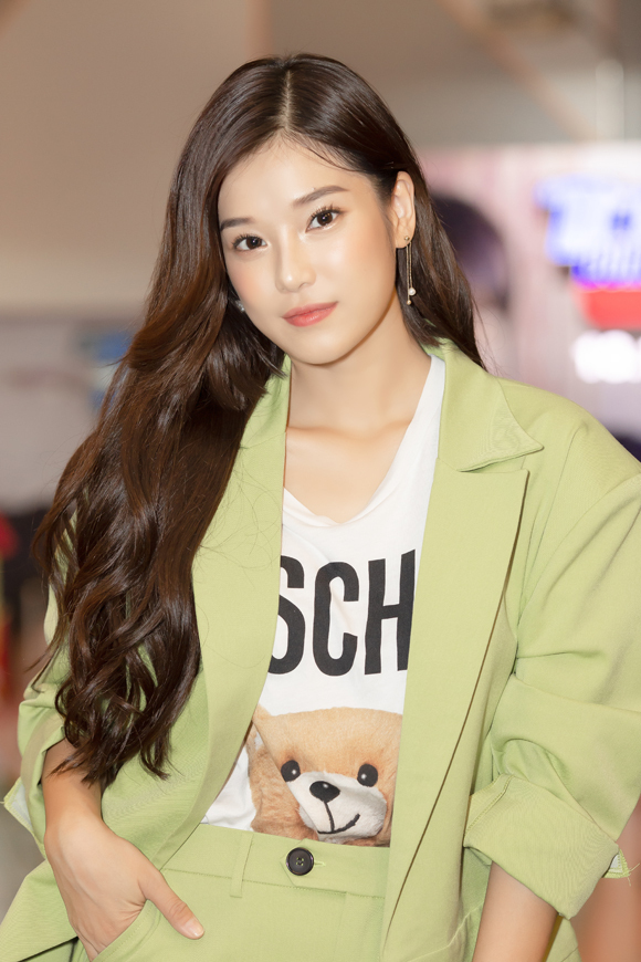 Hoàng Yến Chibi đột kích buổi xem phim của fan.