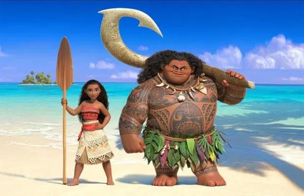 Bố con Salah hóa trang lấy cảm hứng từ nhân vật Maui (phải) và Moana.