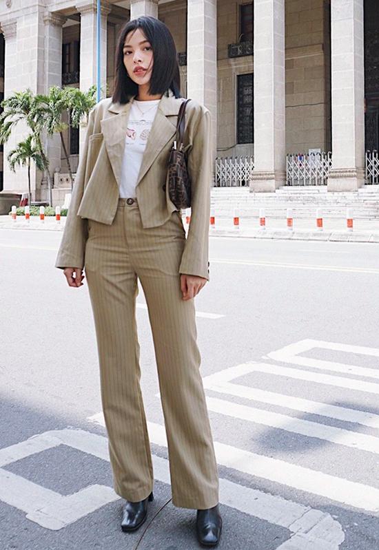 Nếu yêu phong cách vintage thì các nàng có thể mix-match trang phục cùng phụ kiện như Tú Hảo.