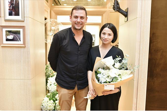 Mỗi khách hàng được thể hiện khả năng sáng tạo với những bó hoa cùng nghệ nhân Glenn Arvor.