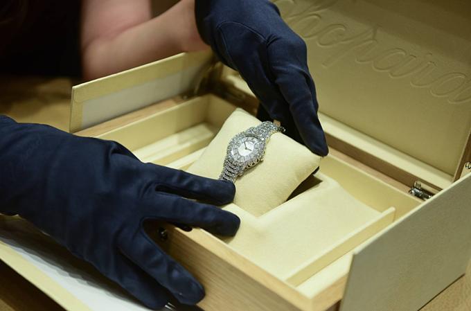Khám phá khả năng hội hoạ, và khám phá những tác phẩm của L'Heure du Diamant dành cho quý cô.
