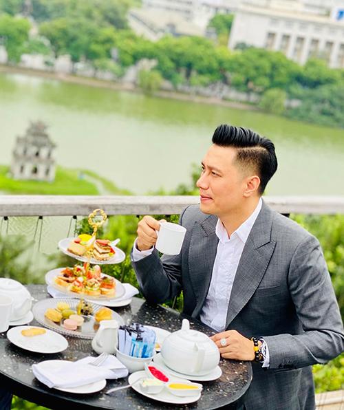 Nhìn lại chặng đường đã đi qua, diễn viên Việt Anh cho rằng đây là một năm với những bước ngoặt lớn. Thành công hoặc thành nhân.