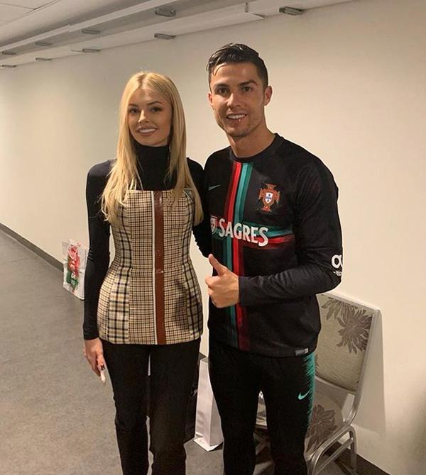 ... hay mới đây nhất là siêu sao C. Ronaldo sau trận thắng 2-1 của đội nhà Ukraine trước Bồ Đào Nha hôm 14/10.