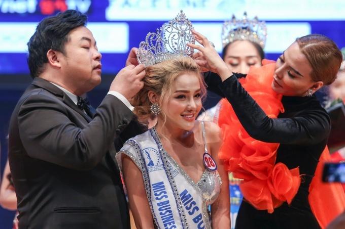 Tình cũ Lương Bằng Quang đăng quang Á hậu Sắc đẹp Thế giới