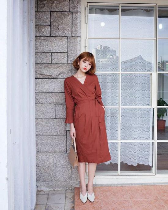 Váy liền tôn nét nữ tính, duyên dáng cho chị em nhân dịp 20/10đang giảm giá trên Shop VnExpress.
