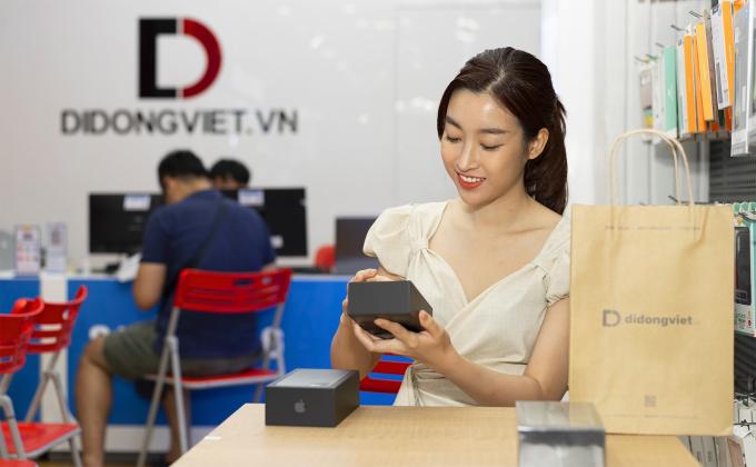 Đỗ Mỹ Linh, Phương Nga chỉ cách mua iPhone 11 Pro Max tiết kiệm - 1