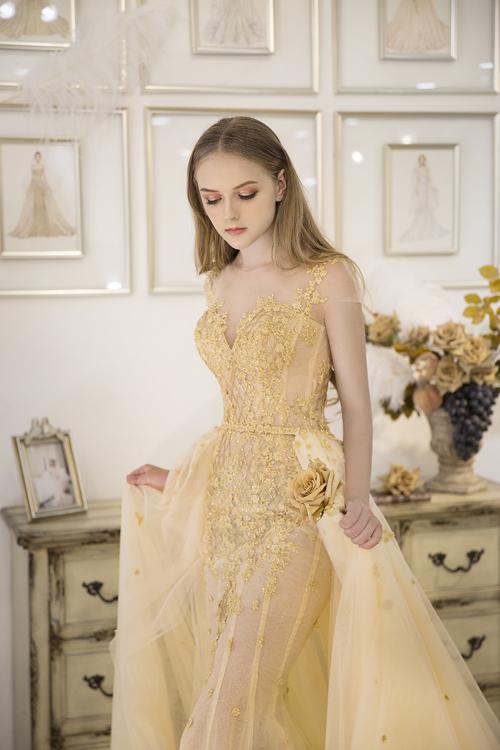 Từng chi tiết hoa ren cầu kỳ giúp cô dâu gây sự chú ý với người đối diện, đặc biệt là chú rể.