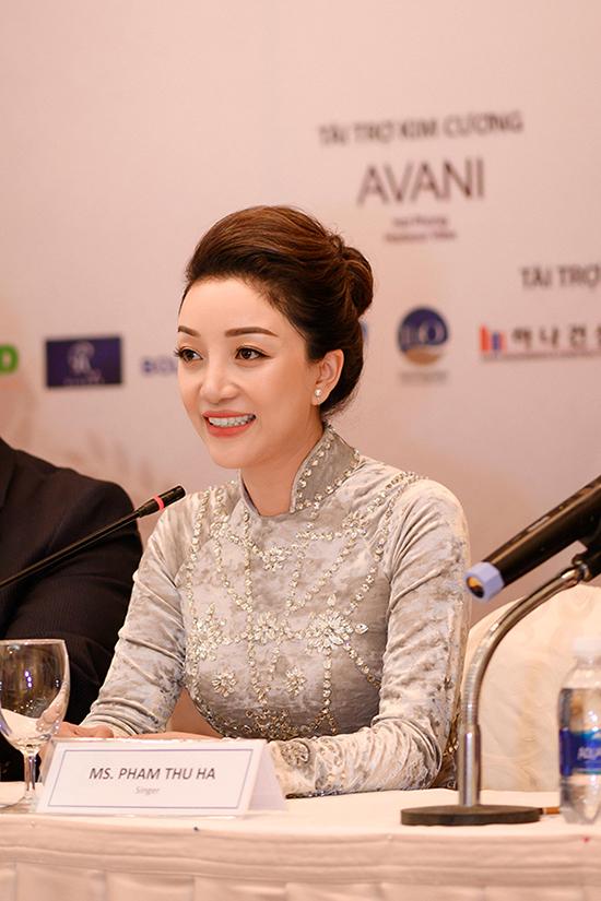Phạm Thu Hà tại họp báo giới thiệu liveshow Về nhà ở Hải Phòng hôm 15/10.