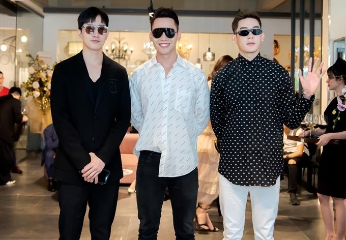 Dàn trai đẹp gồm Võ Cảnh (áo đen), Mạnh Khang (áo trắng), Minh Trung (áo chấm bi) trở thành tâm điểm chú ý.
