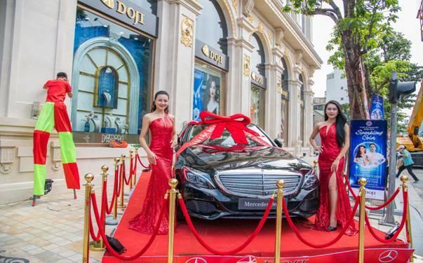 Khách tham dự Tuần lễ trang sức DOJI có cơ hội bốc thăm trúng xe Mercedes C250 trị giá tới 2 tỷ đồng.