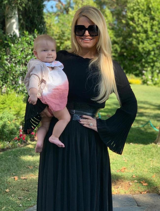 Jessica Simpson cùng con gái.