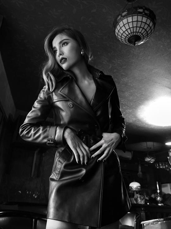 Bộ ảnh được thực hiện với sự hỗ trợ của Tùng Salie, stylist Mạch Huy.