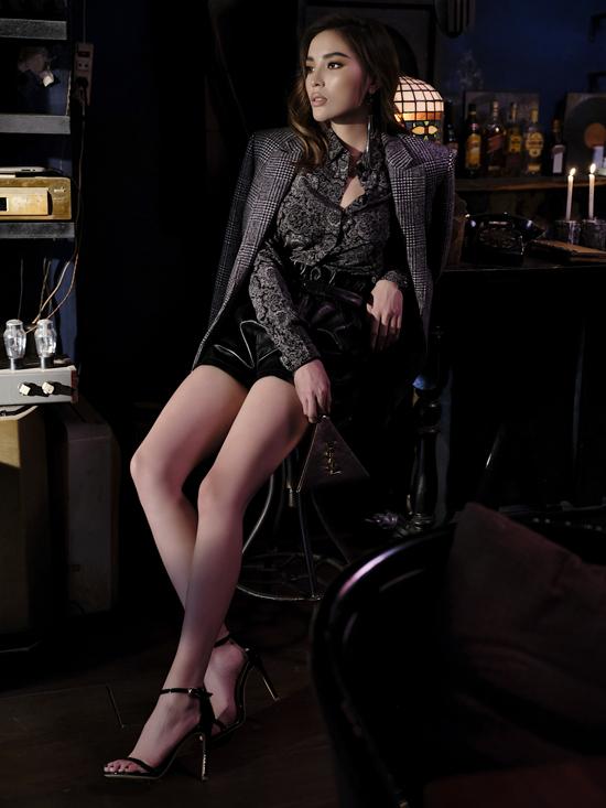 Các mẫu phụ kiện hot trend của thương hiệu Pháp - Saint Laurent được hoa hậu Kỳ Duyên mix-match hợp lý theo từng set đồ.