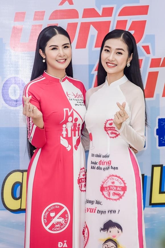 Trong chương trìnhPhụ nữ với An toàn giao thông do Hội Liên hiệp Phụ nữ Việt Nam tổ chức gần đây, Hoa hậu Ngọc Hân một lần nữa được mời làm đại sứ của chương trình, còn Nguyễn Bùi Kiều Vỹ (phải) đảm nhận vai trò MC của sự kiện. Hai người đẹp vui mừng gặp lại nhau.
