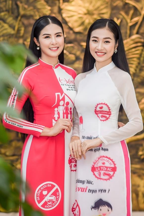 Tại sự kiện, Kiều Vỹ tiết lộ với Ngọc Hân tin vui cô chuẩn bị tổ chức đám cưới ngày 10/11. Người đẹp xứ Quảng còn nhờ đàn chị thiết kế áo dài cho ngày trọng đại của mình.