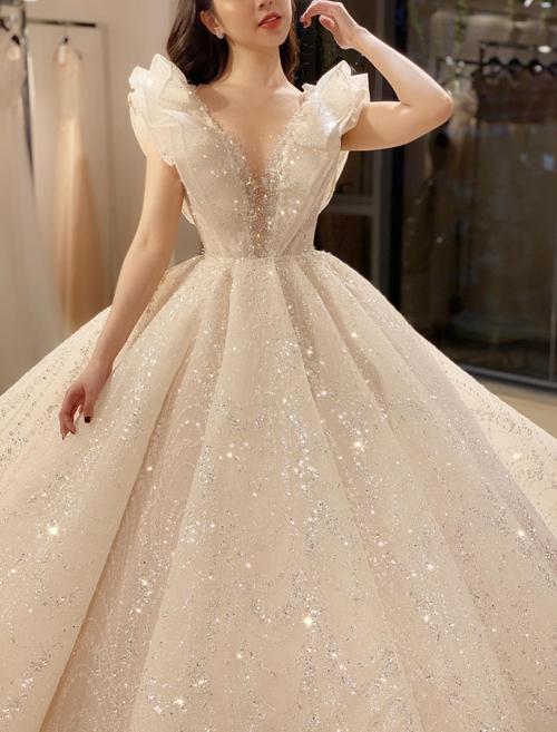 Pha lê màu trắng còn gắn với ý nghĩa về tình yêu cao thượng, sắc đẹp và quyền lực.