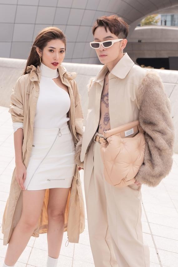 Thiết kế lọt top 40 trang phục street style ấn tượng nhất tuần thời trang Seoul Xuân 2020 do tạp chí Vogue bình chọn.