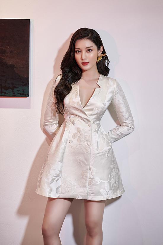 Bộ ảnh được thực hiện với sự hỗ trợ của nhiếp ảnh Lê Tuấn Anh, stylist Hoàng Anh, trang điểm Tony Nguyễn.
