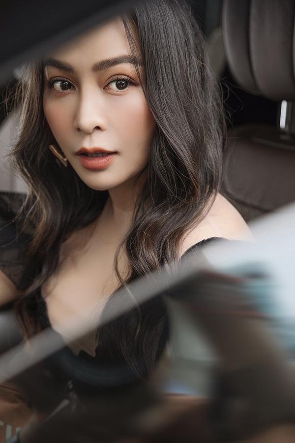 Bộ ảnh được hỗ trợ thực hiện bởi stylist Nguyễn Đức Thạnh và nhiếp ảnh Phan Thành Nhân.