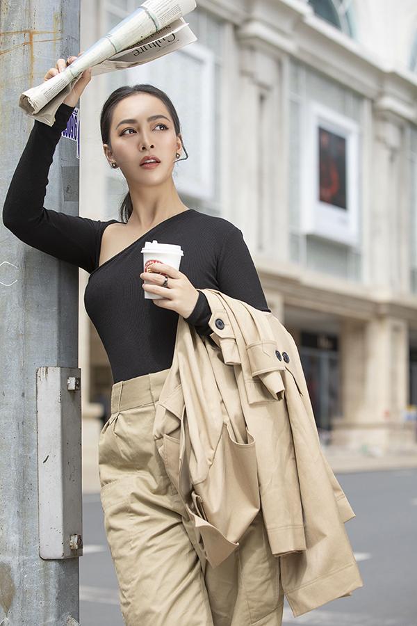 Với những buổi dạo phố sángcuối tuần, Mỹ Ngọc gợi ý trang phục cá tính, năng động hơn.