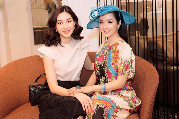 Đặng Thu Thảo hội ngộ Hoa hậu đền Hùng Giáng My khi cùng dự sự kiện.