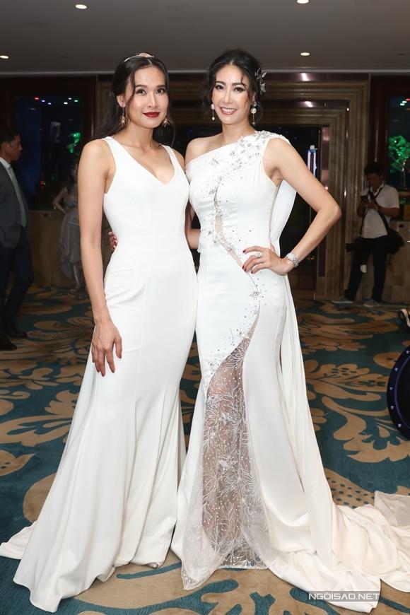 Hoa hậu Hà Kiều Anh (phải)