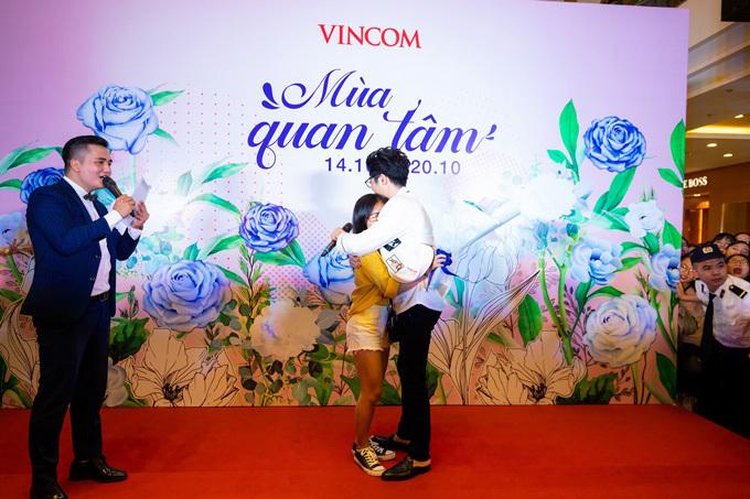 Hoàng tử ballad không ngại dành tặng fan nữ những khoảnh khắc lịm tim và những lời chúc có cánh.