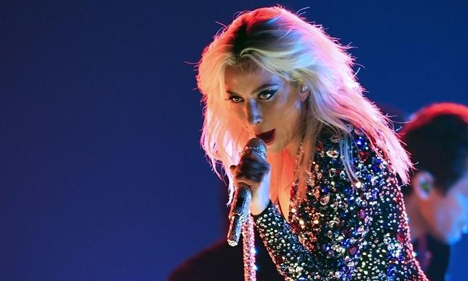 Lady Gaga phiêu trong đêm diễn.