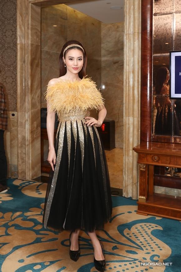 Ninh Dương Lan Ngọc dự sự kiện sau khi ngồi xe sang ra mắt hình ảnh nàng dâu siêu chảnh cô đảm nhận trong phim Gái già lắm chiêu 3.