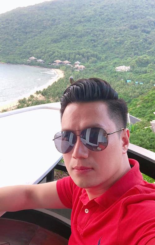 Diễn viên Việt Anh trong chuyến du lịch Đà Nẵng.