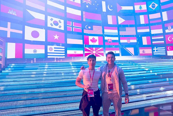 Quốc Cơ - Quốc Nghiệp hào hứng dự LHP chủ đề Con đường tơ lụa quy tụ đại diện nhiềuquốc gia tham dự. Đây là lần thứ 6 sự kiện này được tổ chứctại Trung Quốc.