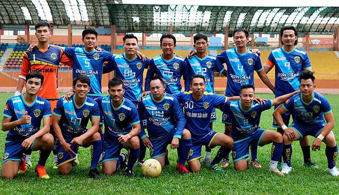 Diễn viên Người bất tử là đội trưởng đội bóng Điện ảnh Sài Gòn, với 14 thành viên. Quách Ngọc Ngoan chơi ở vị trí tiền đạo.