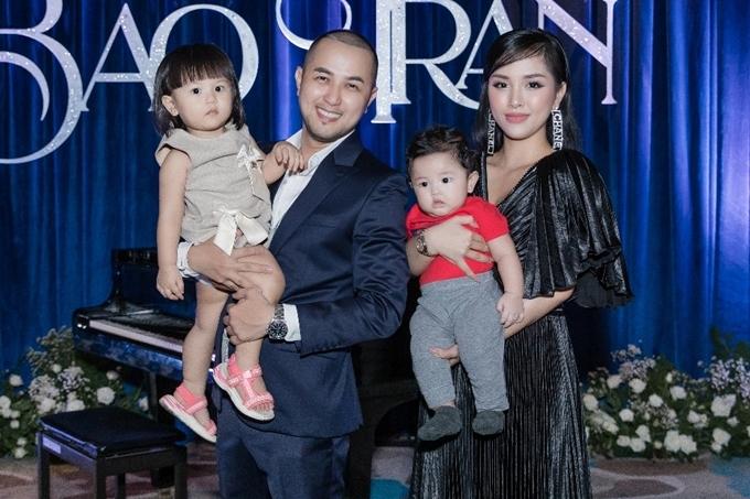 Vợ chồng cựu ca sĩ kết hôn năm 2018, hiện có hai con, một gái và một trai. Họ vừa có chuyến du lịch Bali hâm nóng tình cảm nhân kỷ niệm một năm ngày cưới.