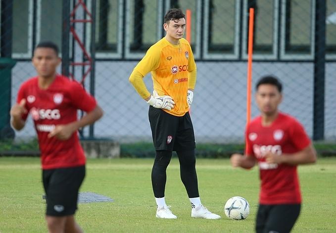 Văn Lâm trên sân tập ở Thái Lan. Ảnh: MTU FC