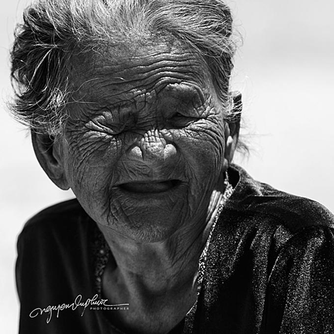 Nguyễn Vũ Phước bảo anh yêu những người mẹ Việt Nam lớn tuổi, cả đời vì gia đình và đến cuối đời cũng chỉ mong một mái ấm có chồng, con cùng các cháu.