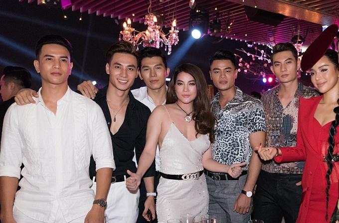 Trương Ngọc Ánh mặc hở ngực đi tiệc cùng Ôn Bích Hà - 2
